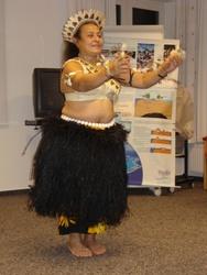 Julia Wölfert (Kiribati) beim Tanz