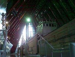 Das japanische Fischerboot Fukuryu Maru in der Ausstellungshalle