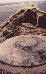 Betondeckel auf dem Runit Krater